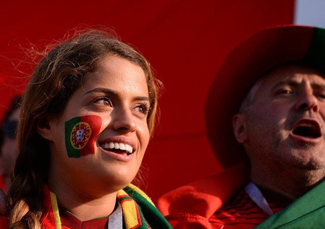 Torcedora da Seleção Portuguesa antes da partida Portugal-Espanha, em Sochi, em 15 de junho de 2018