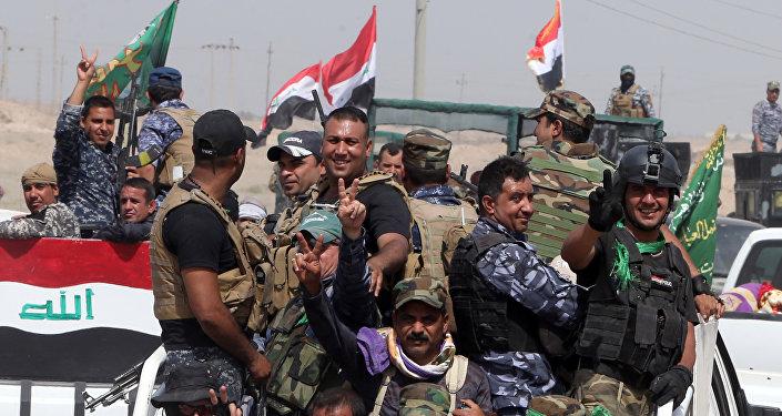 Milícia popular no Iraque lutando contra EI perto da cidade de Ramadi
