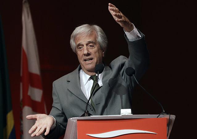 Tabaré Vázquez, presidente do Uruguai, discursa em São Paulo para empresários