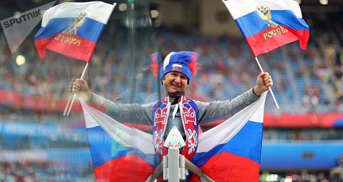 Torcedor russo no estádio Krestovsky antes da partida entre Rússia e Egito