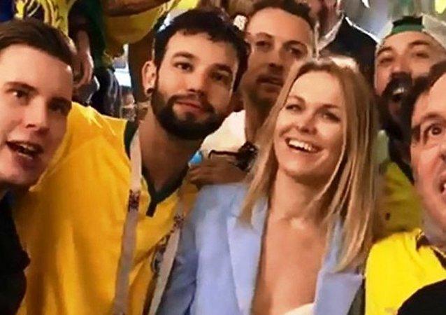 Vídeo de brasileiros cantando músicas machistas para russa que não fala português viraliza durante a Copa do Mundo de 2018.