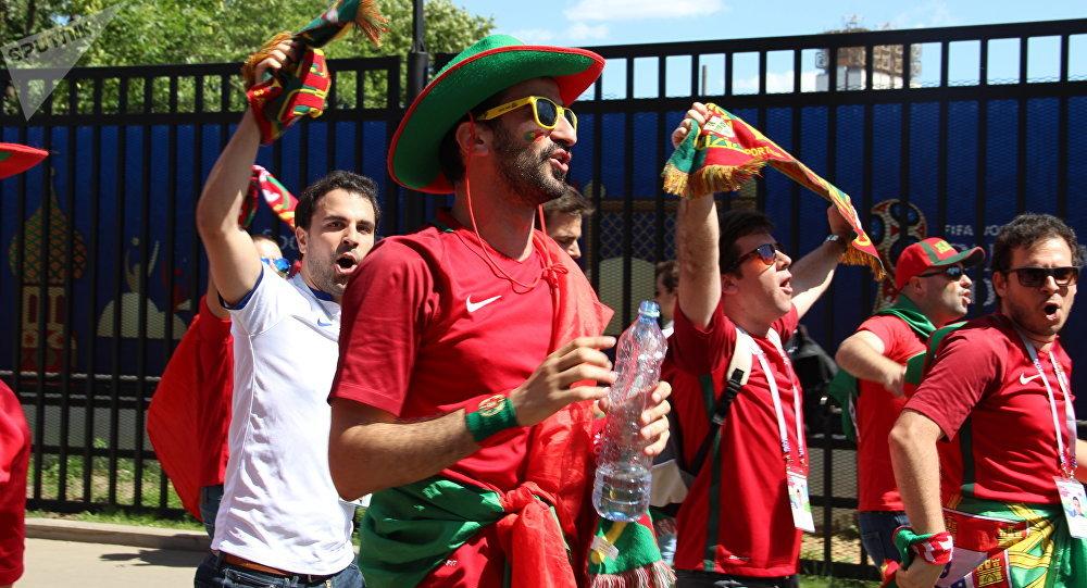 Torcida lusa se impressiona com comida russa e sonha com final Rússia- Portugal 93c6fa15df5df
