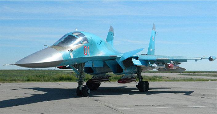 Bombas de alta precisão 9-A-7759 sendo instaladas em um Su-34