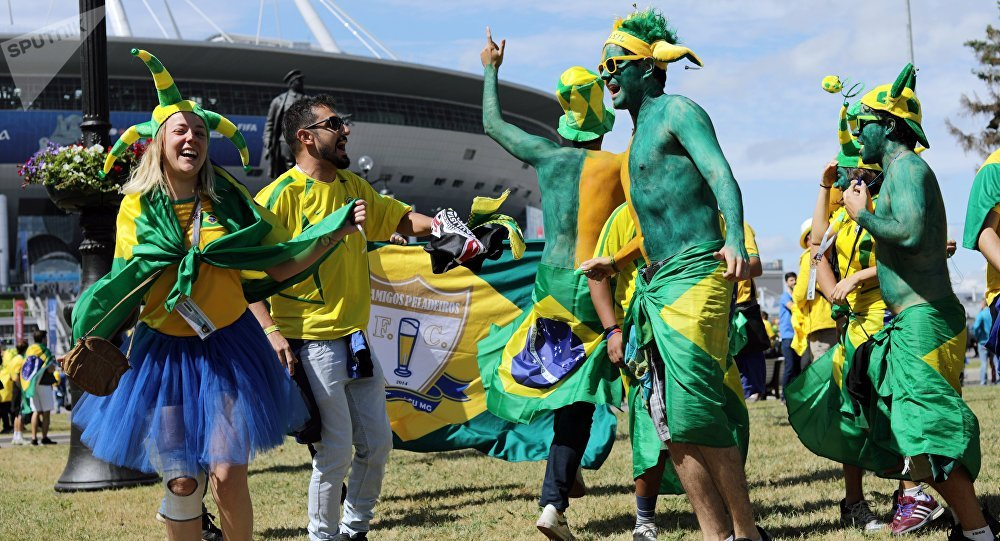 Torcedores brasileiros antés do jogo Brasil - Costa-Rico em São Petersburgo, 22 de junho de 2018