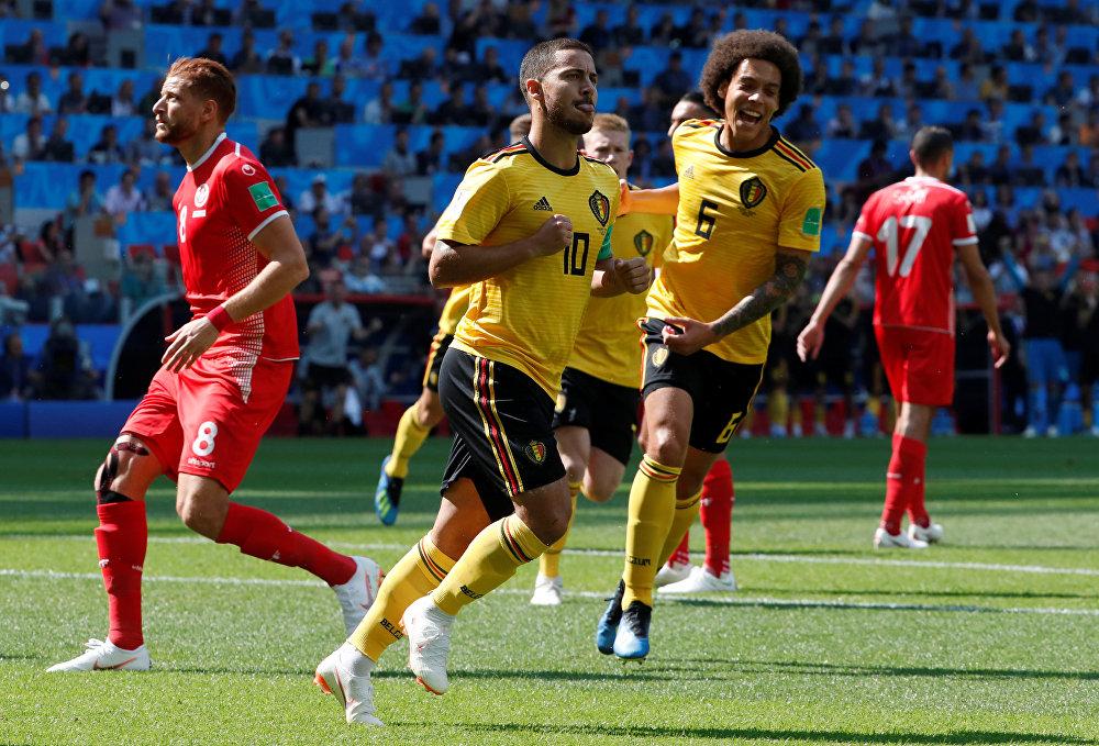 Bélgica 5x2 Tunísia se enfrentaram em Moscou no primeiro jogo do dia. Eden Hazard comemora com Axel Witsel depois de marcar seu primeiro gol