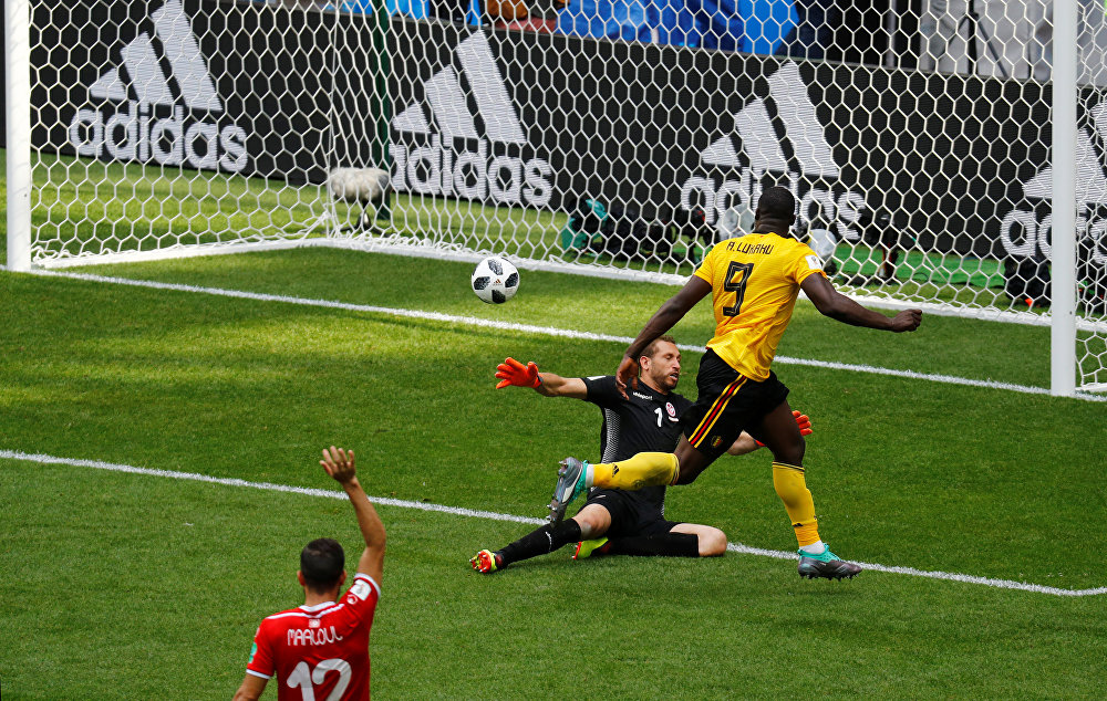 Bélgica 5x2 Tunísia - Romelu Lukaku, atacante da Bélgica, marca o terceiro gol da seleção belga