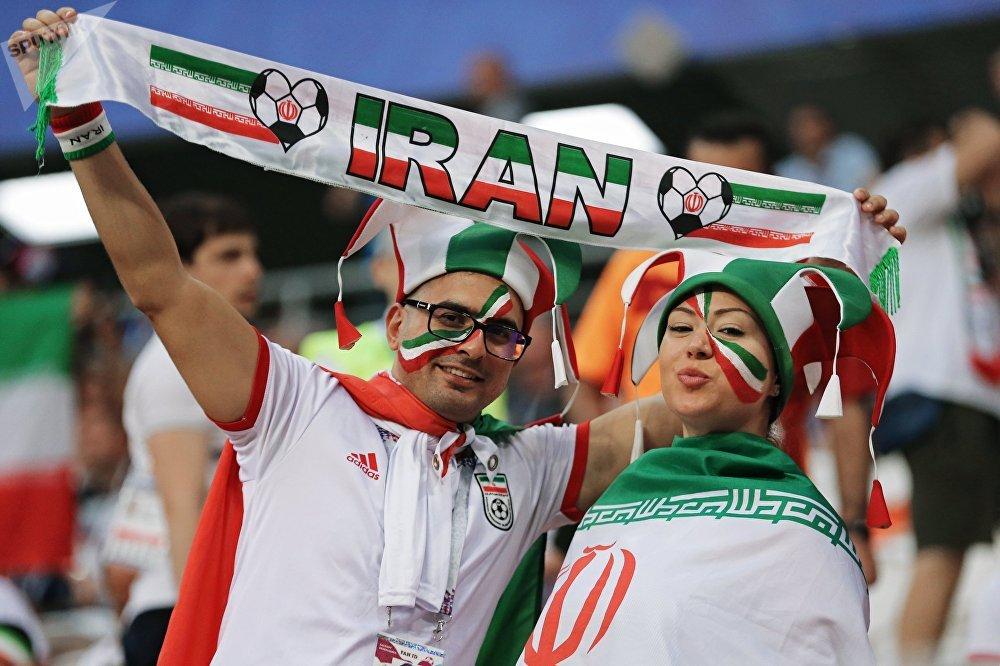 Torcedores do Irã antes do jogo entre sua seleção e Portugal em Saransk