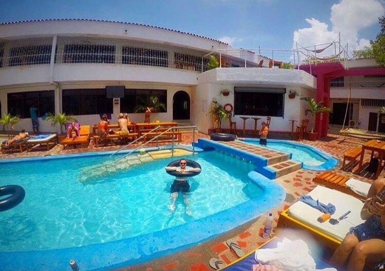 Piscina do Drop Bear Hotel de Santa Marta