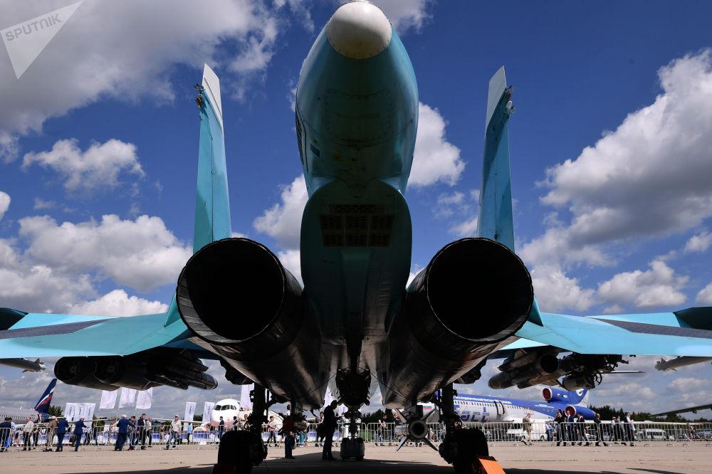 Modificação de ataque para exportação do bombardeiro tático Su-34 no aeródromo Zhukovsky