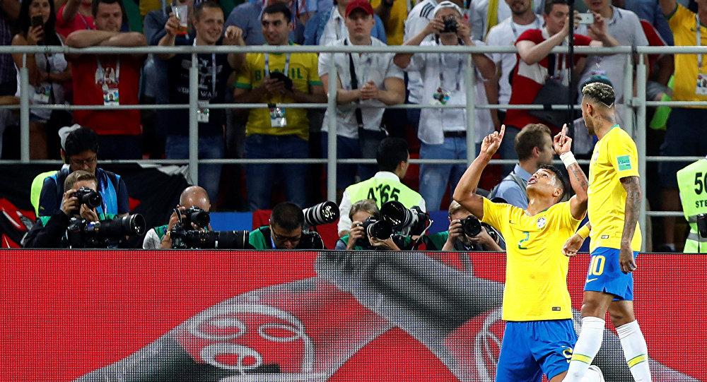Thiago Silva comemora segundo gol do Brasil contra a Sérvia