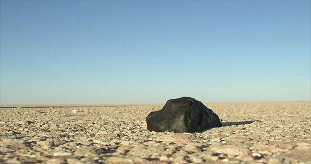 Fragmento de um meteorito no deserto Rub al-Khali, Emirados Árabes Unidos