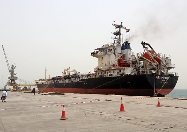 Barco no porto iemenita de Al-Hudaida