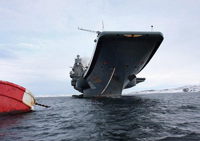 Navio de guerra da Frota do Norte Admiral Kuznetsov