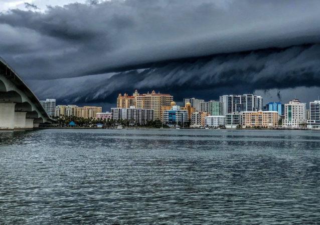 Forte tempestade cobre a cidade de Sarasota, estado norte-americano da Flórida