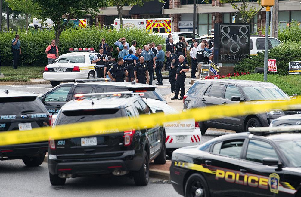 Polícia chega ao local de tiroteio na cidade de Annapolis, estado de Maryland