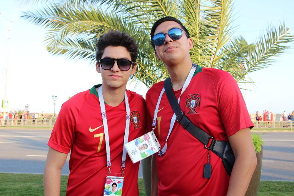 Alan e Alex, torcedores mexicanos da Seleção Portuguesa, antes do jogo Portugal-Uruguai, em Sochi, em 30 de junho de 2018