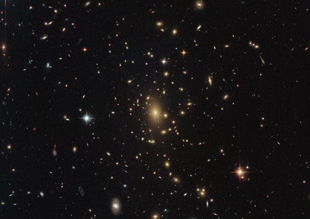 Aglomerado RXC J2211.7-0350 na constelação de Aquário