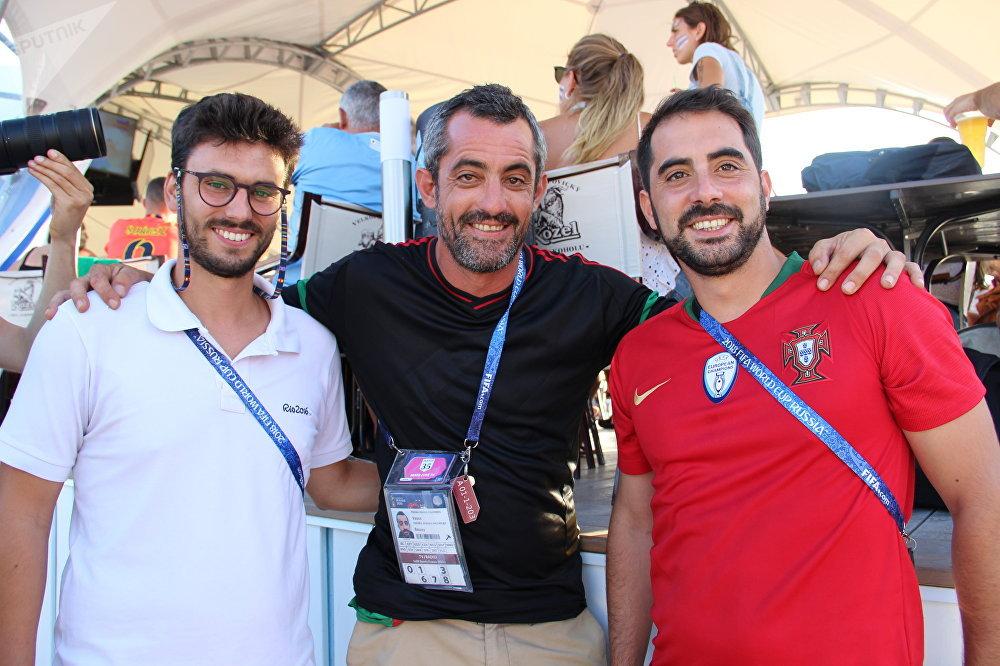 Hugo, Vasco e José, jornalistas portugueses, antes do jogo Portugal-Uruguai, em 30 de junho de 2018, em Sochi