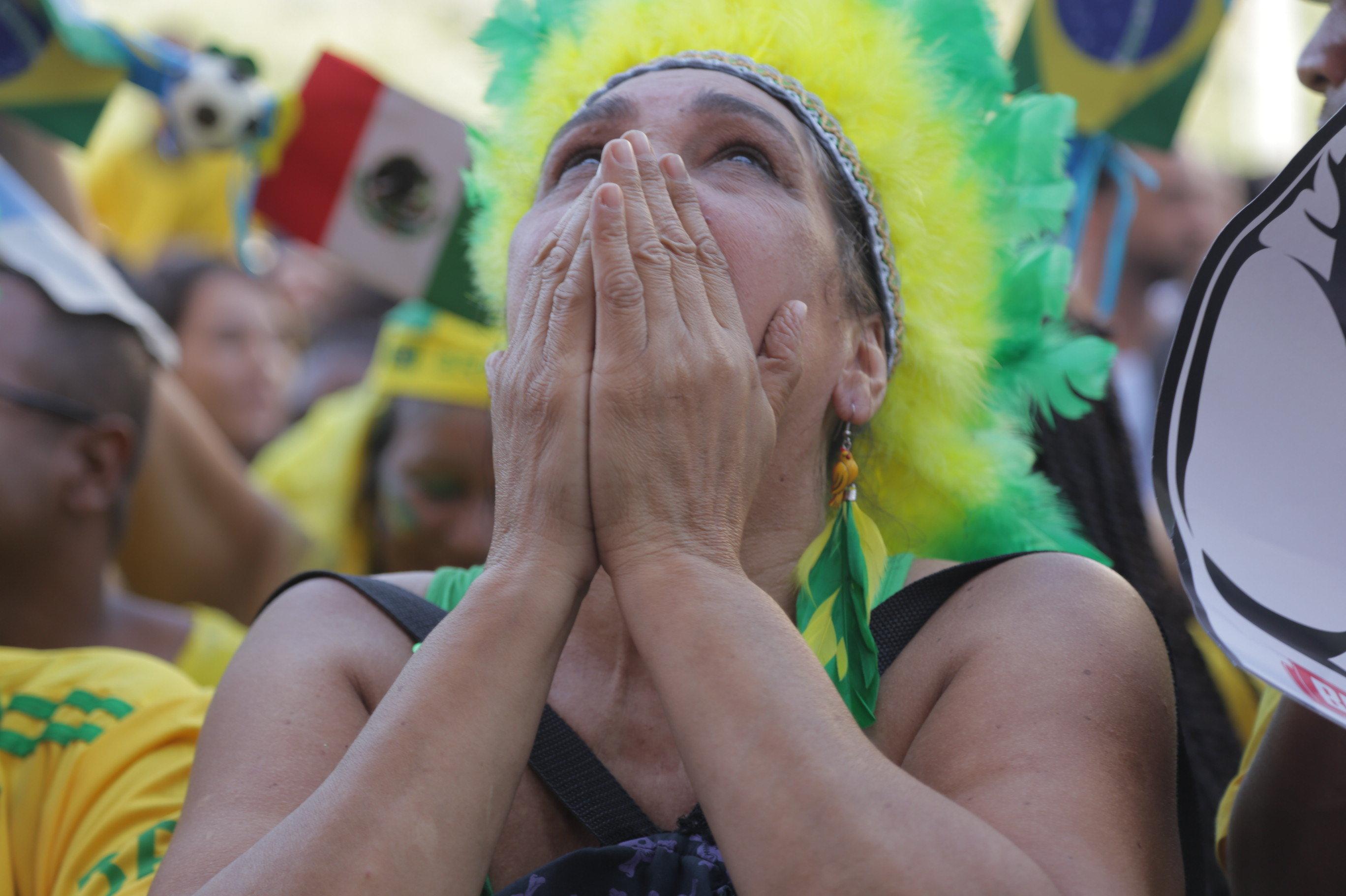 Torcedora brasileira sofrendo no Rio de Janeiro com o jogo da seleção contra o México na Rússia