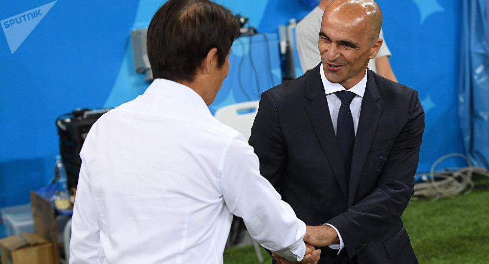 Roberto Martínez, técnico da Bélgica, cumprimentando o treinador do Japão em Rostov-no-Don