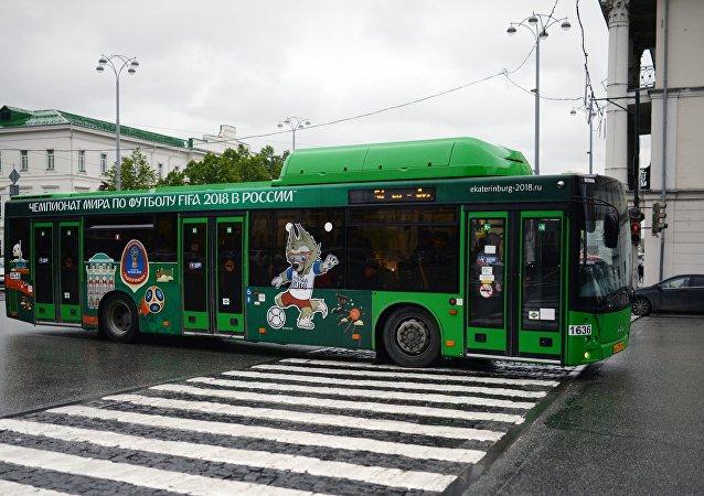 Tróleibus com desenhos da Copa do Mundo em Ekaterinburgo