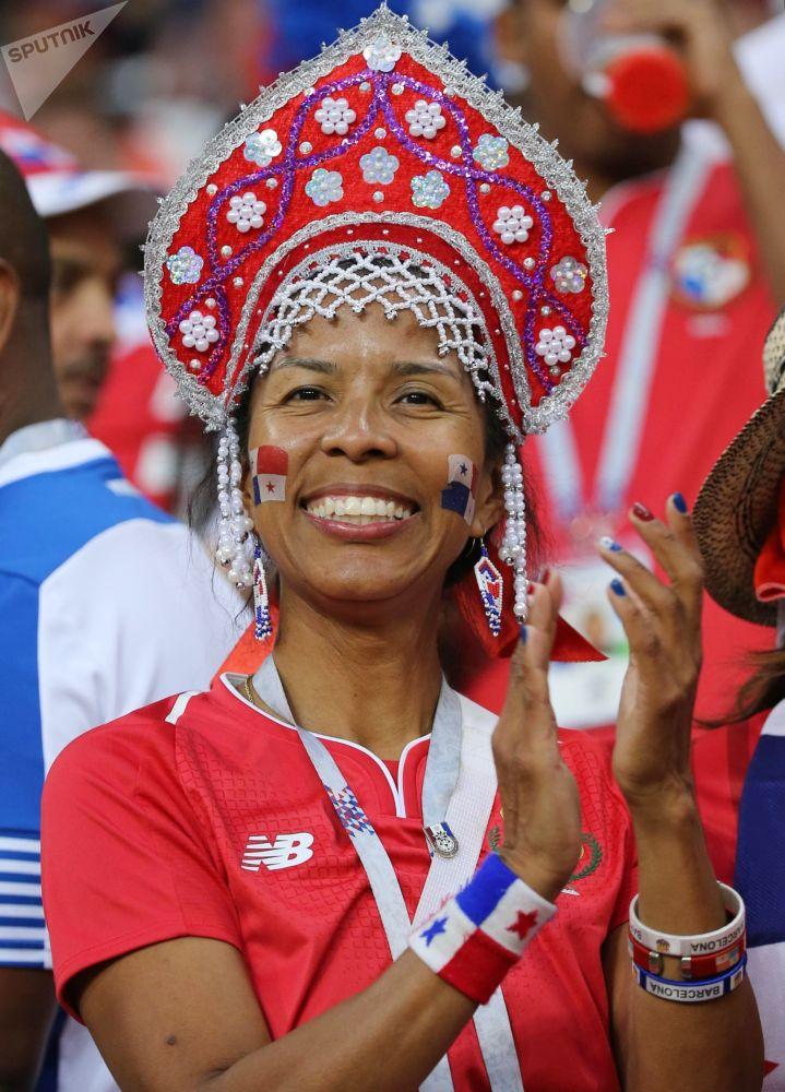 Torcedora da Seleção Panamense antes da partida entre Panamá e Tunísia na fase de grupos da Copa do Mundo 2018