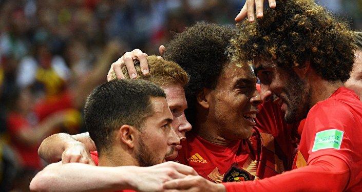Belgas comemoram o primeiro gol contra o Brasil