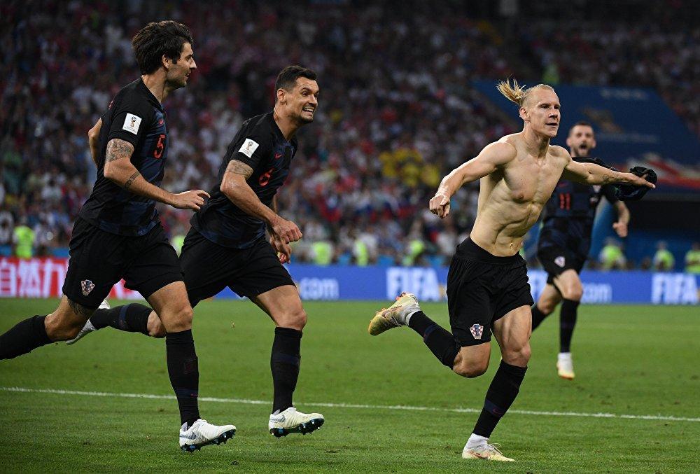 Vida, zagueiro da Croácia, comemora gol da Croácia no 1º tempo da prorrogação contra a Rússia.