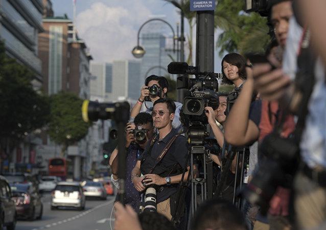 Jornalistas esperam pelo líder norte-coreano Kim Jong Un no Palácio Presidencial de Cingapura, 10 de junho de 2018. Kim se reuniu com o primeiro-ministro de Cingapura Lee Hsien Loong antes da cúpula com o líder americano Donald Trump (arquivo)