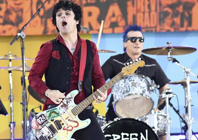 Billie Joe Armstrong da banda Green Day se apresenta no Good Morning America da ABC (arquivo).