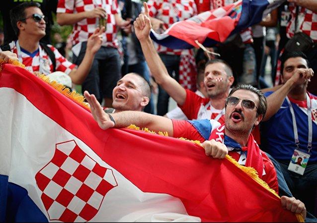 Torcedores croatas antes do jogo entre Croácia e Inglaterra pela semifinal da Copa do Mundo FIFA 2018