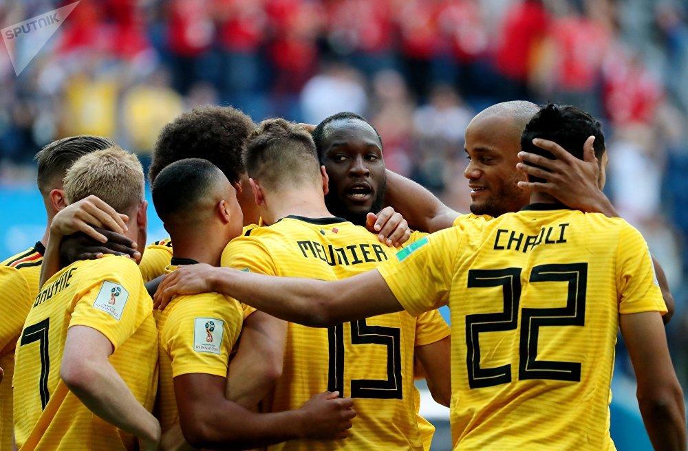 Belgas celebram gol de Meunier na disputa contra a Inglaterra pelo terceiro lugar da Copa do Mundo.