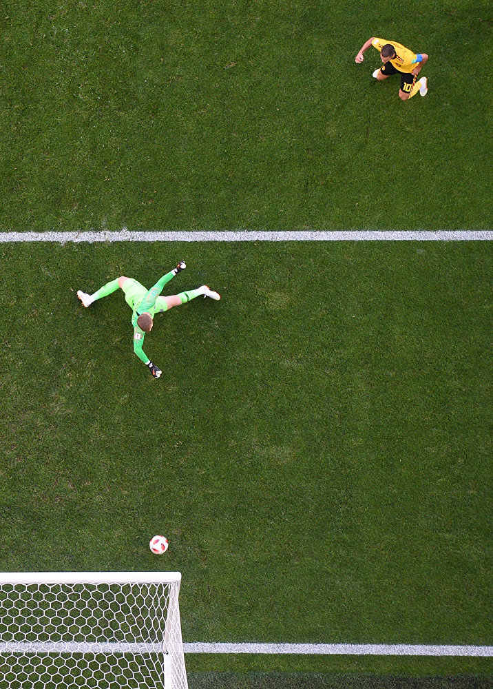 Eden Hazard supera o goleiro inglês Pickford batendo no canto esquerdo do gol e garantindo a vitória da Bélgica por 2x0 na disputa do 3º lugar na Copa do Mundo de 2018.