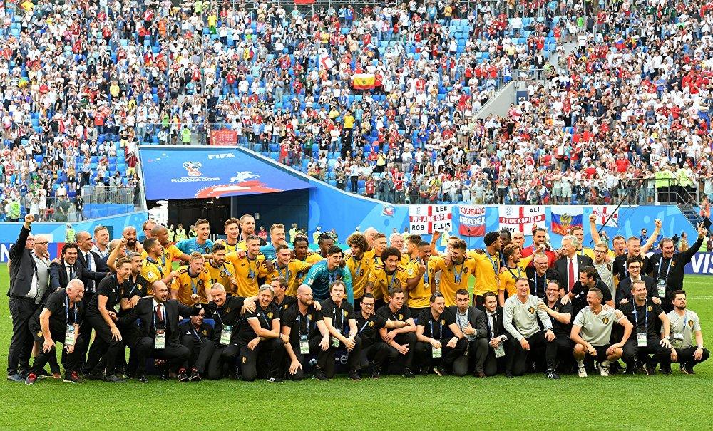 Jogadores belgas recebem medalha de terceiro lugar na Copa do Mundo de 2018 após vencerem a Inglaterra por 2x0.