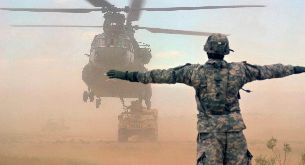 Helicóptero de transporte CH-47 Chinook da Força Aérea dos EUA