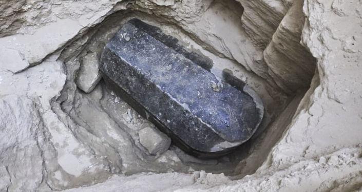 Sarcófago negro, encontrado em Alexandria