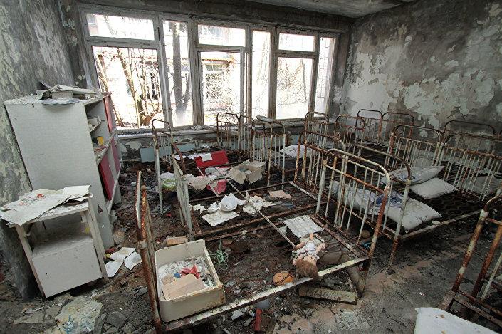 Interior de um edifício residencial da cidade abandonada de Pripyat, Ucrânia