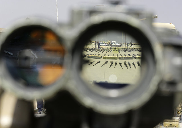 Armas entregues por militantes às forças governamentais sírias em al-Dumayr, abril de 2018