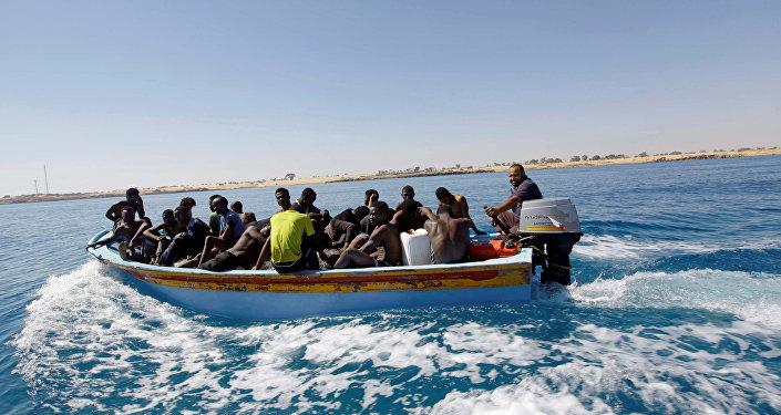 Migrantes a bordo de um navio