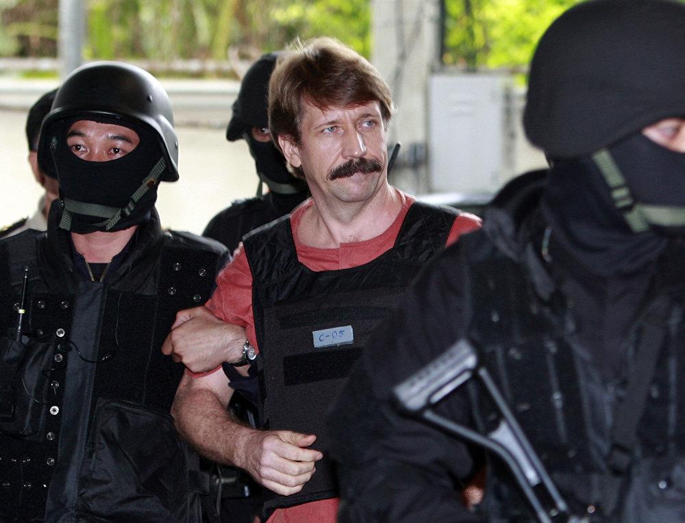 O russo Viktor Bout alimentou com sua rede de tráfico de armas conflitos na África e no Oriente Médio. Ele foi detido na Tailândia em 2008 e atualmente cumpre pena nos Estados Unidos. Sua história inspirou o filme O Senhor das Armas, de 2005.