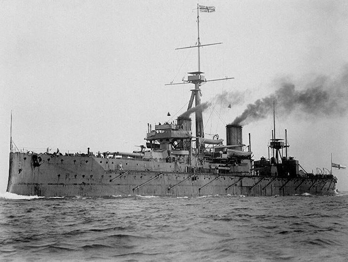 Encouraçado HMS Dreadnought da Marinha Real Britânica, lançado ao mar em 1906