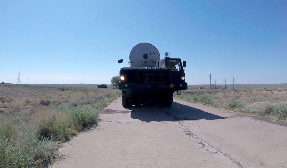 Em condições de combate reais, os mísseis adversários serão completamente destruídos à altitude e distância máximas da instalação a proteger