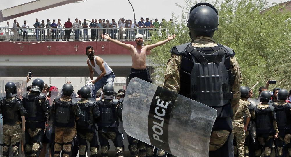 Protestos contra o desemprego e más condições de vida na cidade iraquiana de Basra.