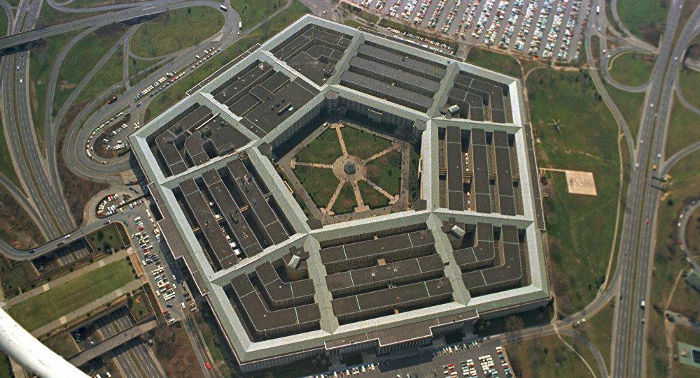 Vista aérea do prédio de cinco lados, sede do Departamento de Defesa dos Estados Unidos, em Arlington, Virgínia.