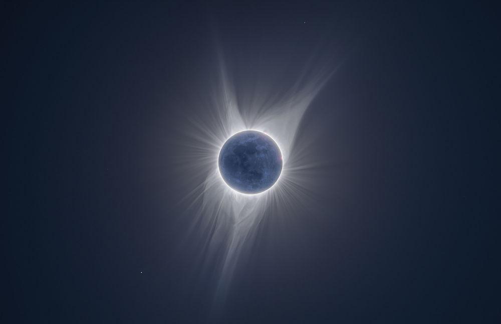 Brilho da Terra por Peter Ward. O eclipse solar observado da Terra, onde a Lua encobre o Sol deixando apenas um círculo solar à vista
