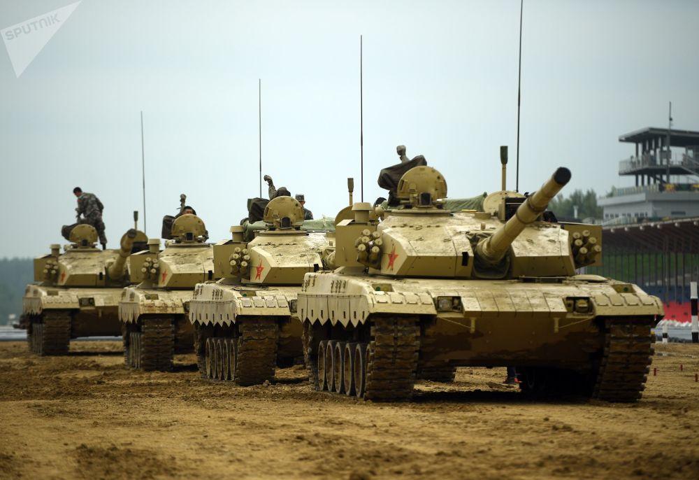 Tanques chineses participam do treinamento para o Biatlo de Tanques 2018