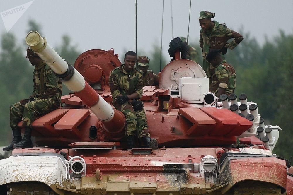 Militares do exército da Nigéria participam do treinamento para o concurso Biatlo de Tanques 2018