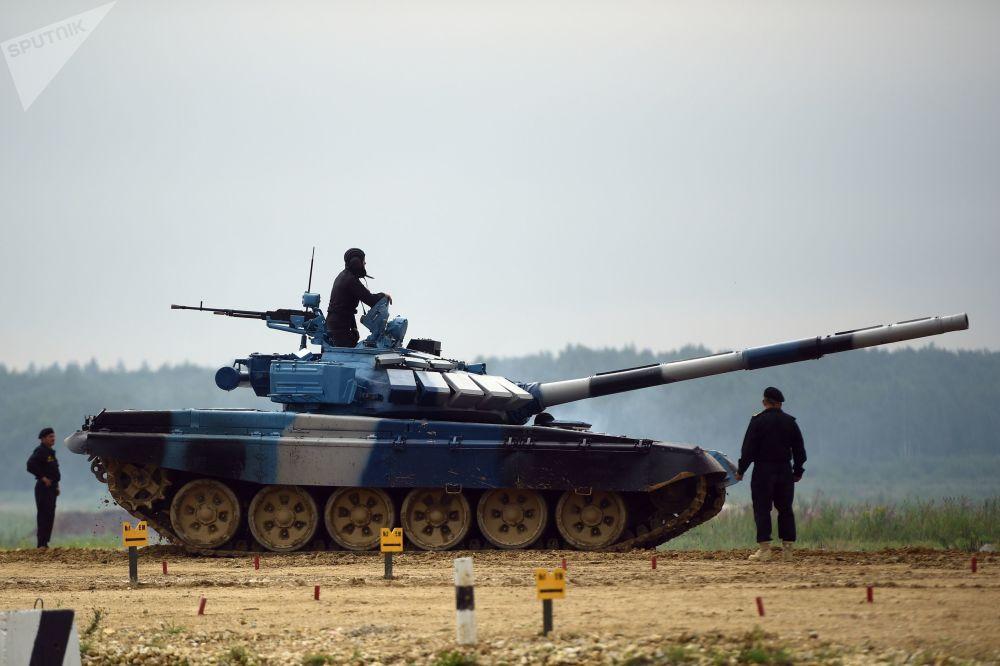 Militares do exército do Azerbaijão participam do treinamento para o concurso Biatlo de Tanques 2018