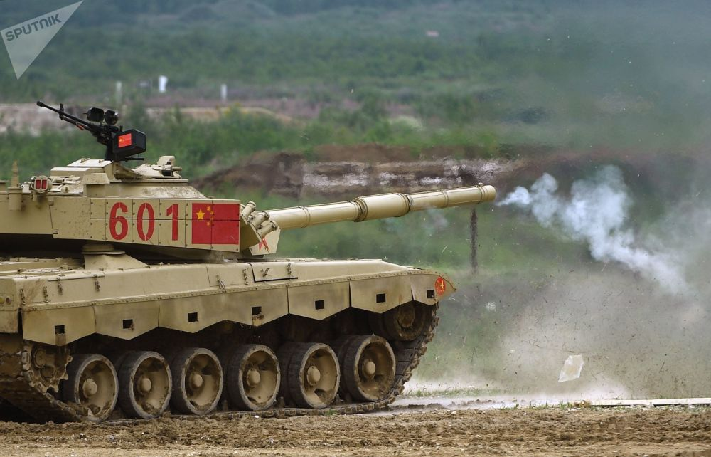 Tanque chinês Type 96 realiza treinamento no âmbito do concurso Biatlo de Tanques 2018