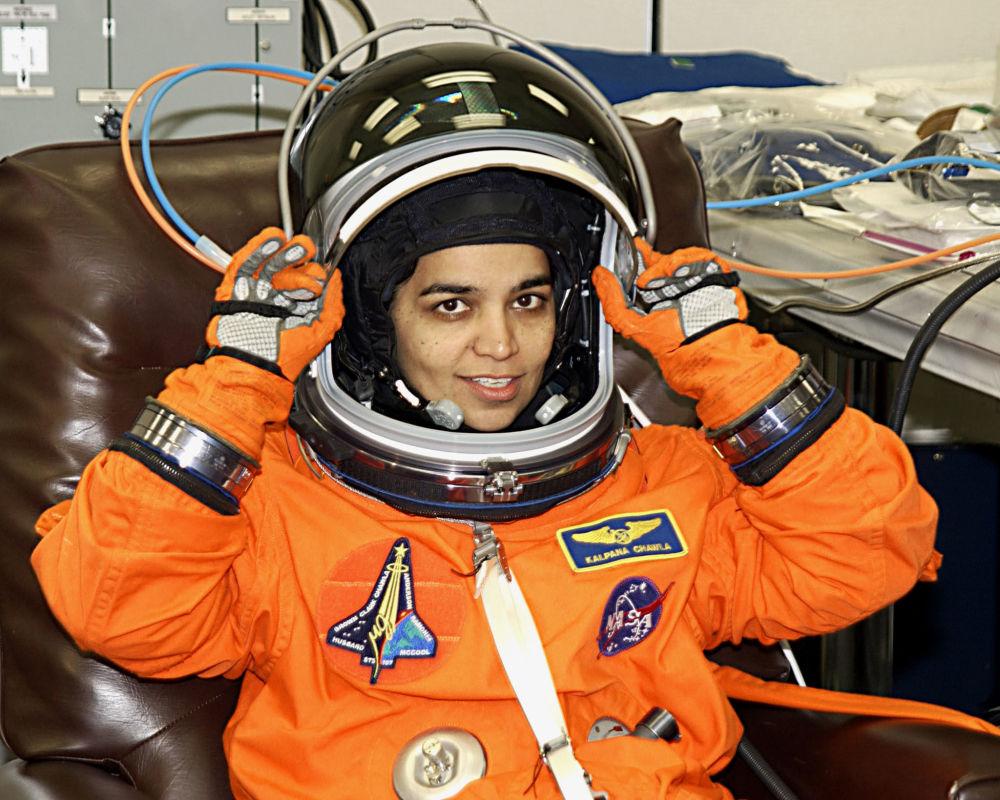 Astronauta norte-americana de origem indiana, Kalpana Chavla, em preparação para o voo no Centro Espacial Kennedy, Flórida, 14 de janeiro de 2003